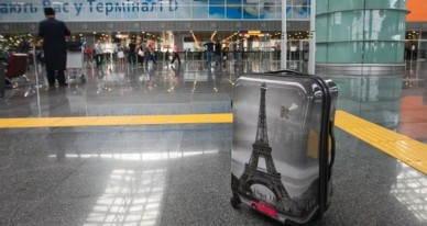 chemodan-l-iz-polikarbonata-parizh-v-aehroportu-foto